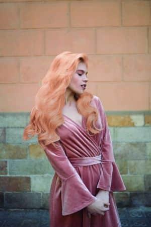"""צבע לשיער טונר קין לשיער בלונד או מובהר בגוון אפרסק 60 מ""""ל KIN ללא אמוניה"""