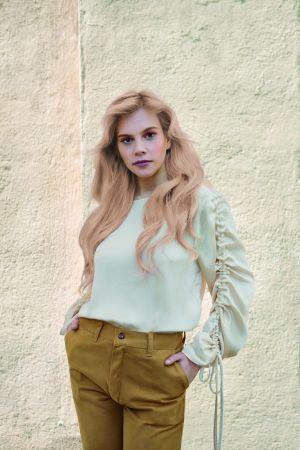 """צבע לשיער טונר קין לשיער בלונד או מובהר בגוון בלונד חול 60 מ""""ל KIN ללא אמוניה"""